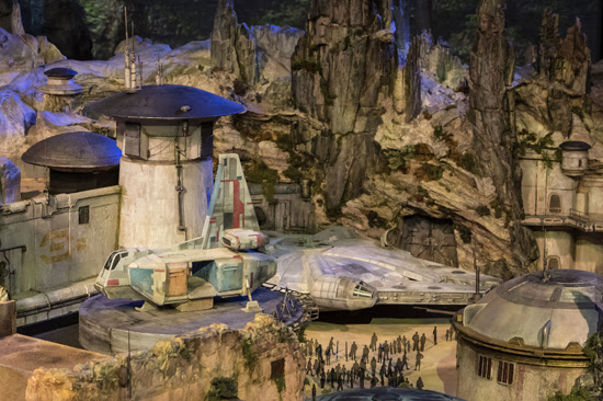 Star Wars: Galaxy's Edge coming to Walt Disney World and Disneyland in 2019!